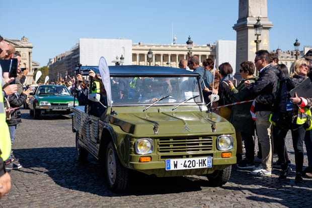 Une voiture de plage en plein Paris