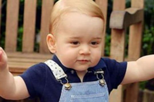 Prince George: images desespremiers pas à1an