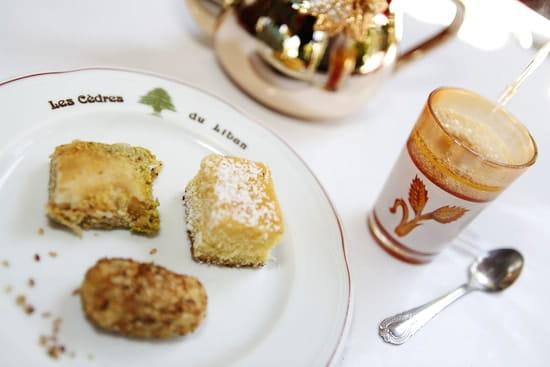 Les Cèdres du Liban  - Patisseries et Thé à la menthe Fraiche  -   © Rémi Genoulaz