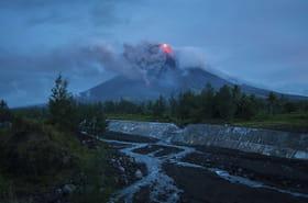 Philippines: le réveil du volcan Mayon en images, évacuations en cours
