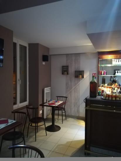 Restaurant : Aux Petits Oignons  - Côté  Brasserie -   © F.GRIFFON