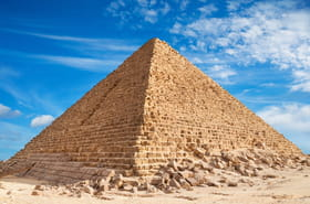 Un couple se filme nu sur la pyramide de Gizeh, indignation en Egypte