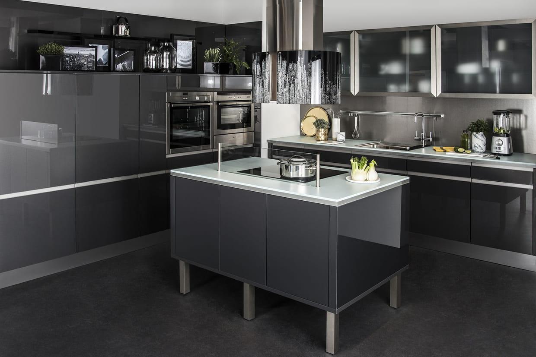 une cuisine ouverte avec lot central quip. Black Bedroom Furniture Sets. Home Design Ideas