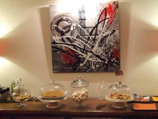 Restaurant L'Arôme - Jean-Jack Monti  - exposition des créations de patisseries fines -
