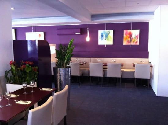 Brasserie restaurant le 9  - coté banquette -   © thierry jost