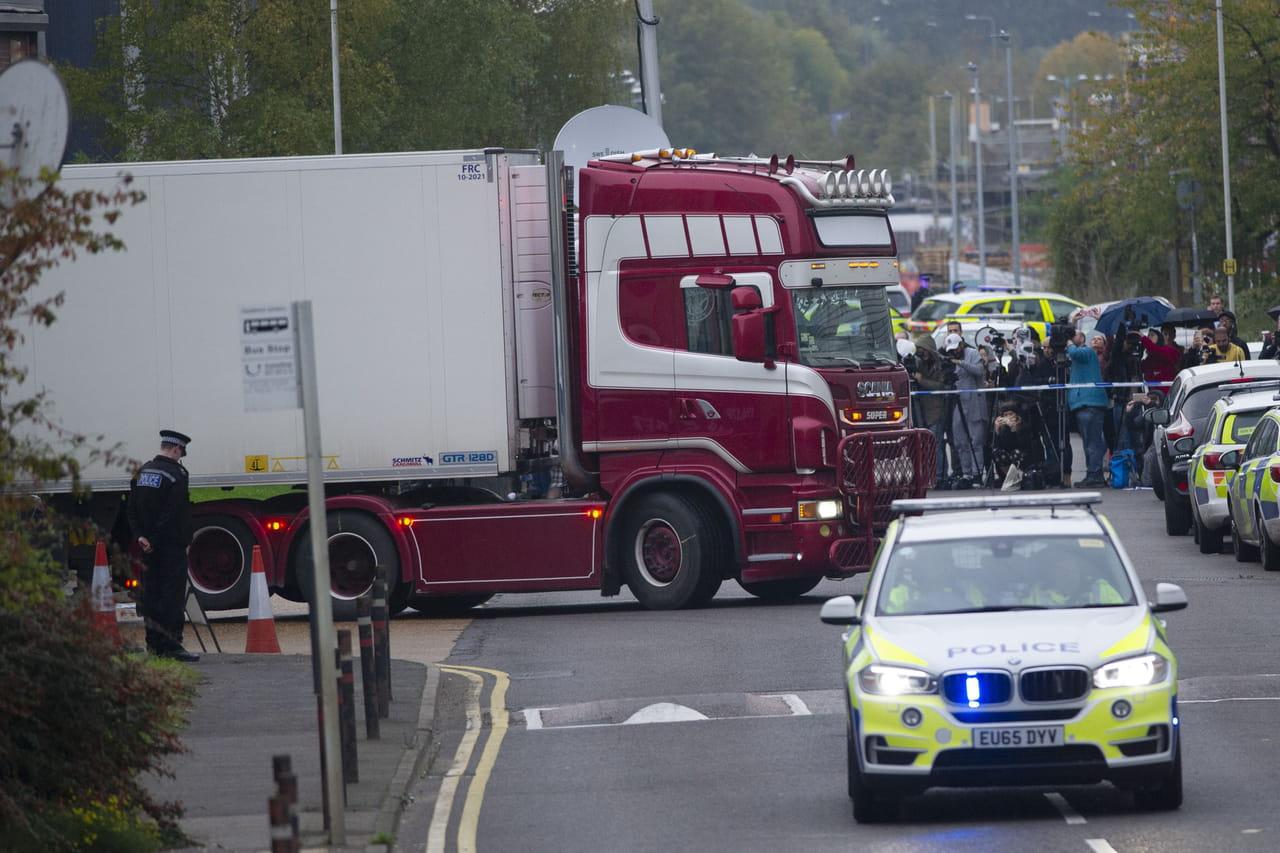 39morts découverts dans un camion au Royaume-Uni: les premiers éléments de l'enquête