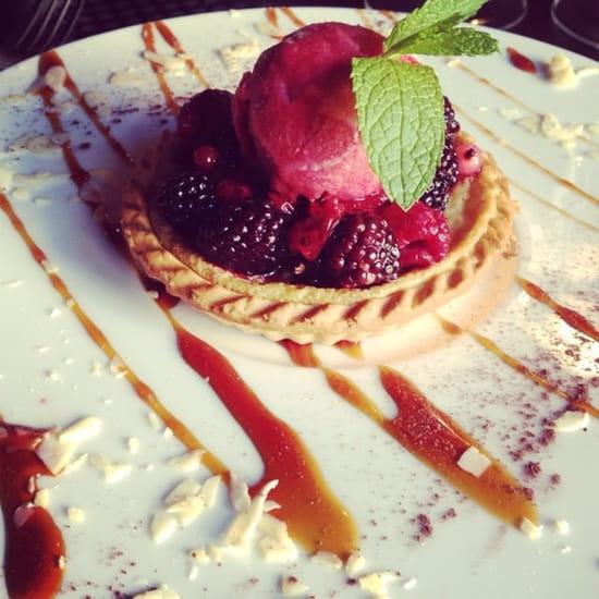 Dessert : Les Trois Garçons  - Tartelette chocolat blanc, fruit rouge et glace framboise. -