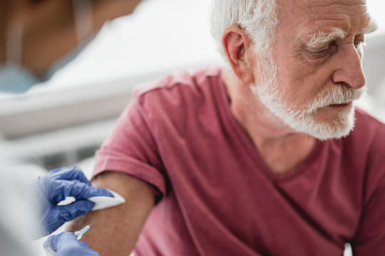 Vaccination Covid: la course contre la montre planétaire
