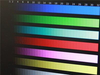 notre lcd entrée de gamme : les couleurs sombres disparaissent et il n'y a