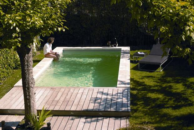 une piscine adapt e aux petits espaces. Black Bedroom Furniture Sets. Home Design Ideas