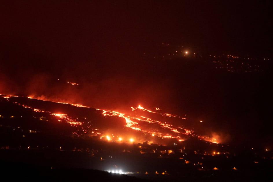 La lave continue de jaillir du Cumbre Vieja