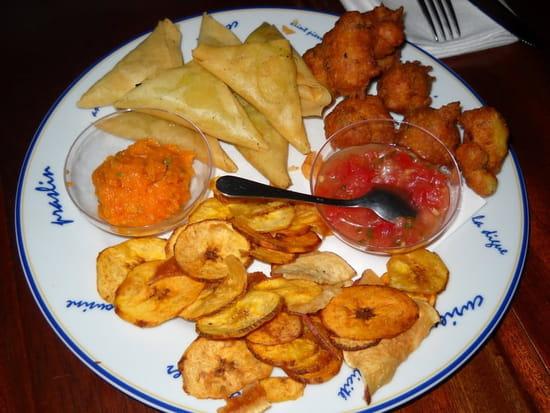 Coco de Mer  - Entrée tapas (samossa ; acras de morue, chips pomme de terre douce) -   © MORON Raphaelle