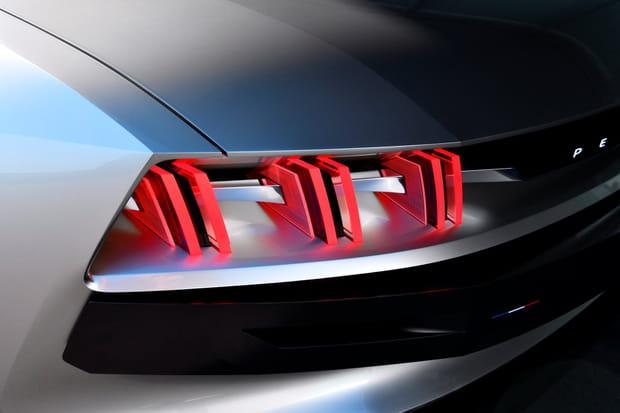 Les feux arrières dans le plus pur style Peugeot