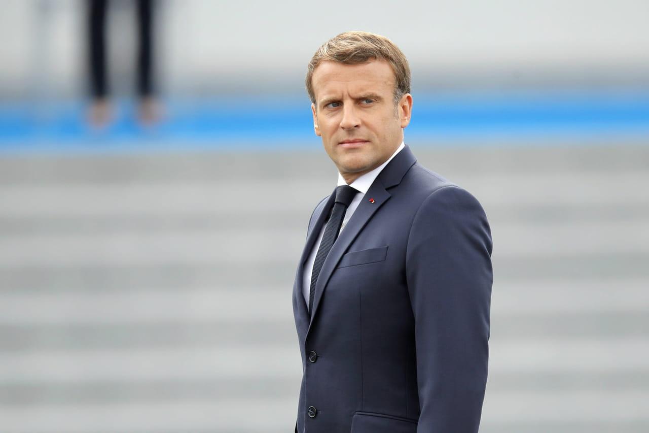"""Macron aux Tuileries: """"Soyez cool"""", un échange tendu avec des gilets jaunes"""