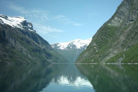 L'eau entre les montagnes
