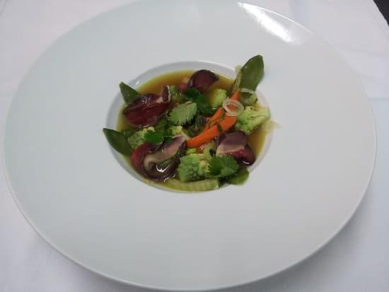 Du Goût à la Toque  - Gravelax de canard, bouillon corsé et légumes de saison -
