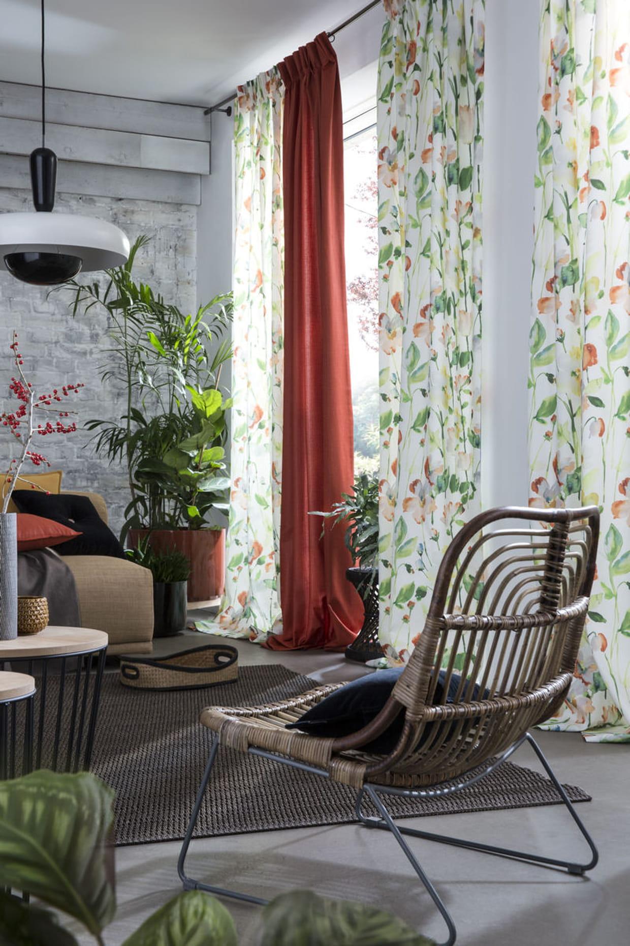 des rideaux feuillus. Black Bedroom Furniture Sets. Home Design Ideas