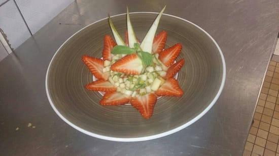 Dessert : Au P'tit Parigot  - Salade de fruits frais au sirop de fruits rouges, vanille et basilic.  -