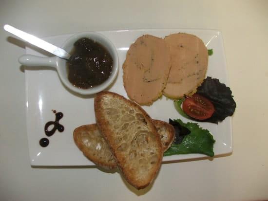 Restaurant L'Escale  - Une délicieuse assiette de foie gras entier, avec ses toats et sa confiture. -