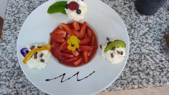 Aux Saveurs des Jardins  - fraises guariguettes à la rose -   © S Chabanas