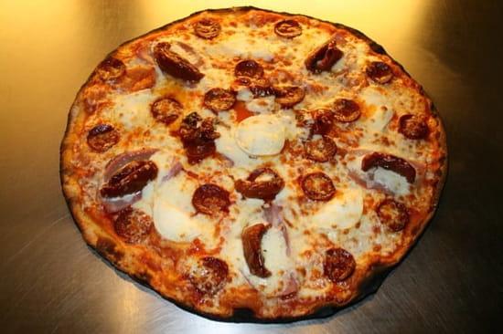 Restaurant : Dell' Pizz  - Calabreze : base tomate, mozza, coppa (jambon italien), chèvre, tomate séchée, crème fraîche (liquide). -
