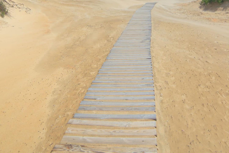 Poser des dalles sur du sable