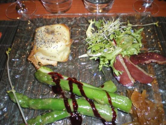 Le Conty  - Salade de chèvre chaud aux asperges vertes et magret de canard -