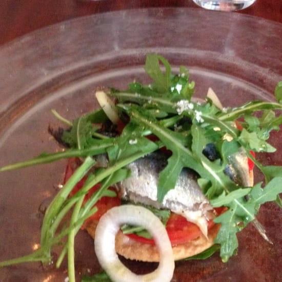 Entrée : Le Bistrot du Rocher  - Tarte fine de sardines tomates et basilic -