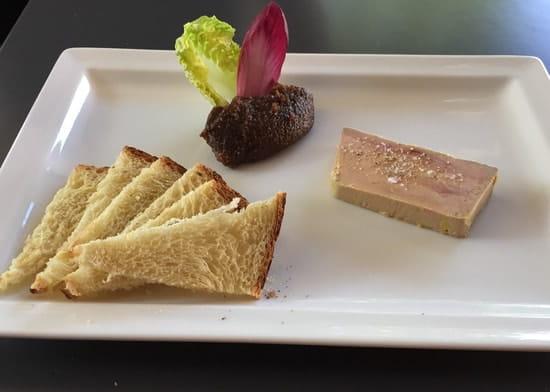 Le NightFall  - Foie gras de canard mi-cuit, chutney de figues et toasts -   © Claire SICAMOIS