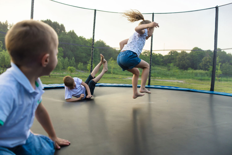 Trampoline: comment bien choisir (jardin, sport...)
