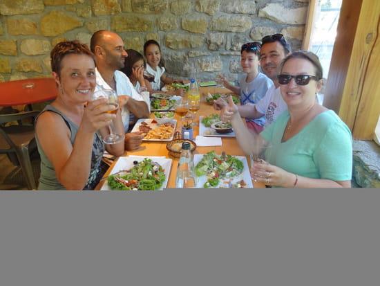 Restaurant : Tarterie Lou Djimeri  - Repas convivial à la Tarterie -   © copyrygth