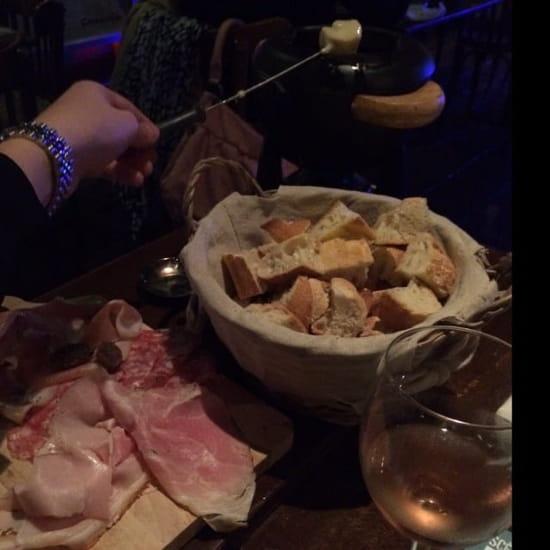 Plat : Les Marmottes  Gourmandes  - Fondue au fromage -
