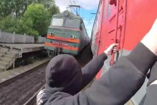 Train surfing: les photos choc d'une pratique illégale et dangereuse