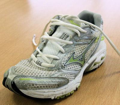 pour les pieds larges, les lacets doivent se croiser le moins possible.