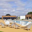 Restaurant : New Lodge  - Terrasse et piscine -   © Restaurant New Lodge