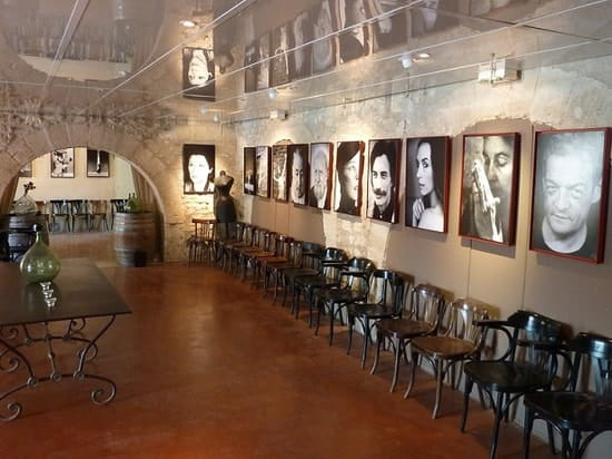 La Guinguette du Vieux Moulin  - Expo photos à l'intérieur -   © Philo