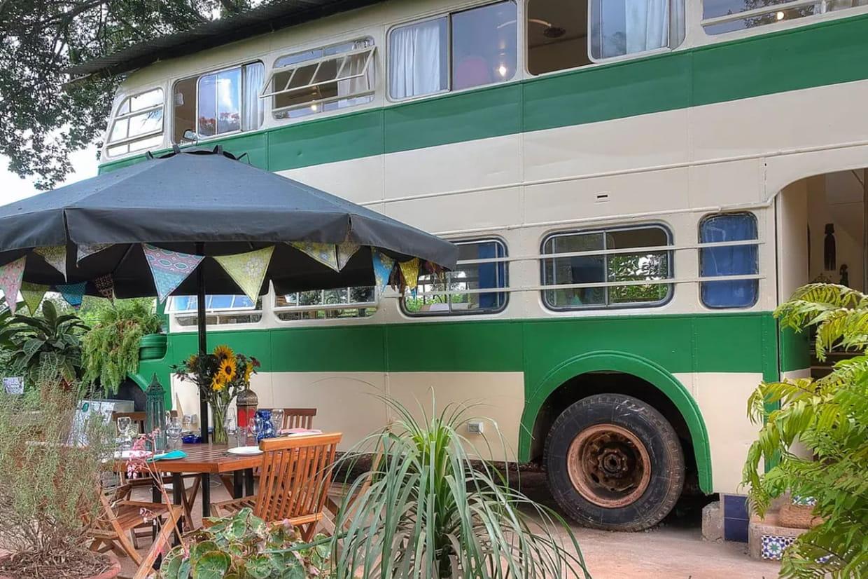 un bus deux tages nairobi. Black Bedroom Furniture Sets. Home Design Ideas