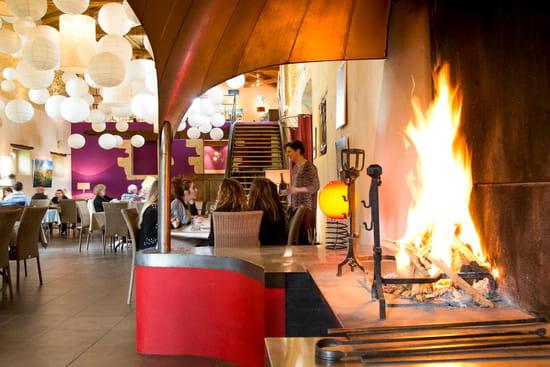 Restaurant : Le Château de Camille  - La cheminée du restaurant -   © lechateaudecamille