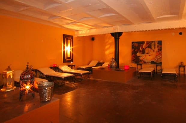 la salle de repos. Black Bedroom Furniture Sets. Home Design Ideas