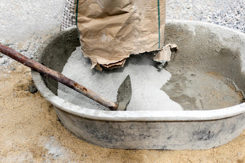 Gâcher du mortier: nos conseils pour le faire à la main