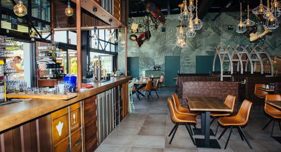 Boisson : L'Abri des Dinos  - Un verre au bar -   © Lesdinos