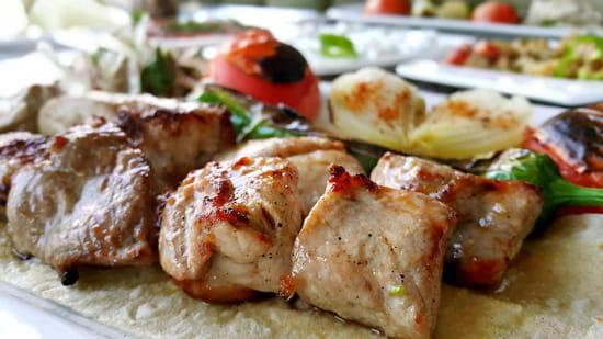 Restaurant : Chick'inway  - BBQ sur pieres volquanique -   © BBQ GRILLADE