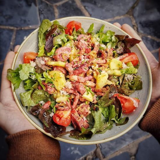 Plat : Crêperie L'Épi de Blé - Cap Malo  - Salade Périgord aux gésiers de volaille, lardons et pommes de terre -   © -