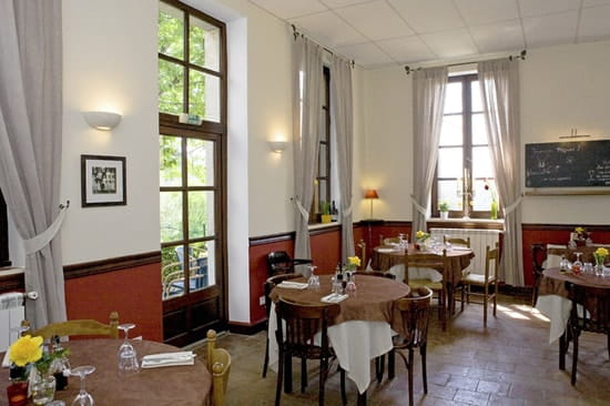 Auberge de Valestalière  - la salle a manger -   © Benoit Vanoverbeke