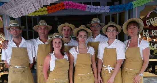 Crêperie Saladerie La Bigouden  - L'équipe d'été de la Bigouden Saumur -   © bresson dominique