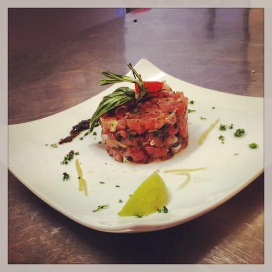 Entrée : Pascal Paoli  - Tartare de saumon  -