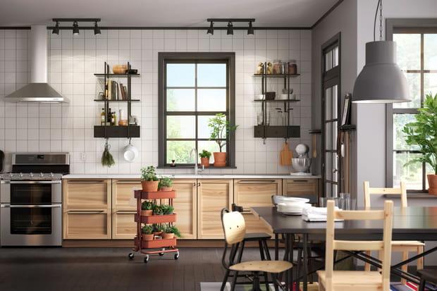une cuisine ouverte sur la salle manger. Black Bedroom Furniture Sets. Home Design Ideas
