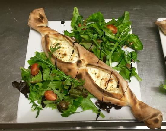 L'Informelle  - Salade Chèvre Chaud Informelle -   © Tonio