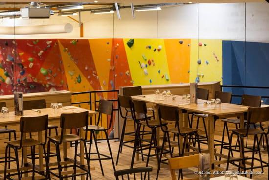 Restaurant : Block'Out Strasbourg  - Mezzanine avec vue sur l'espace escalade -   © Adrien Adloff