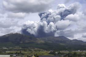 Mont Aso: les 1eres images de l'éruption au Japon